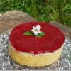 Weiße Schokoladen-Mousse Torte mit Himbeerfüllung