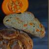 Kürbiskern-Brot mit gerösteten Kürbiswürfeln