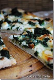 Weiße Spinatpizza