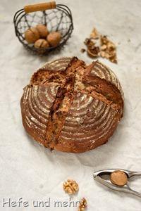 Dinkel-Buttermilchbrot mit Walnüssen