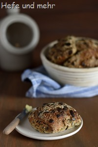 Kürbiskernbrötchen mit Einkorn(1)